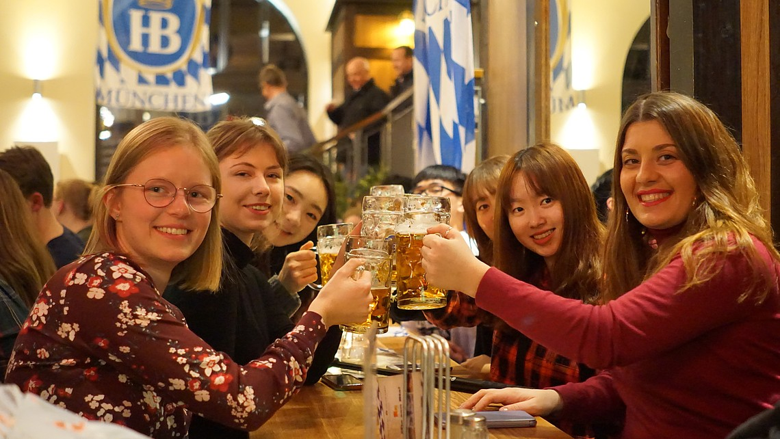 Group of students drinking beer