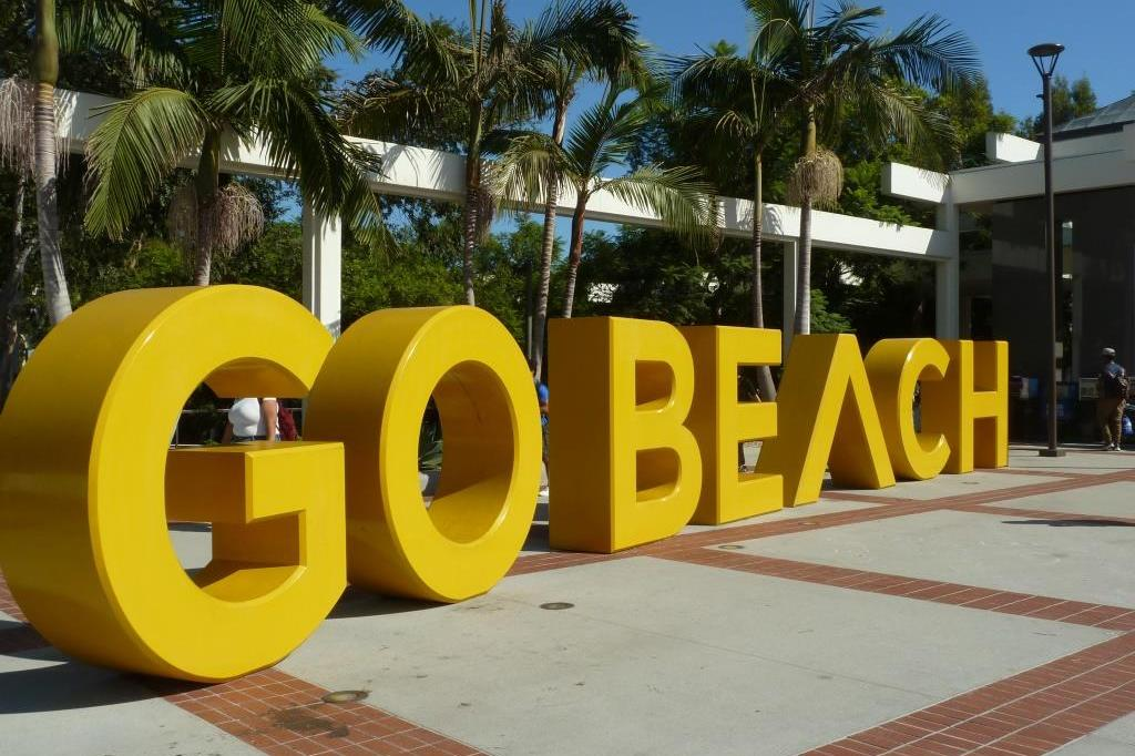 CSULB Go Beach sign